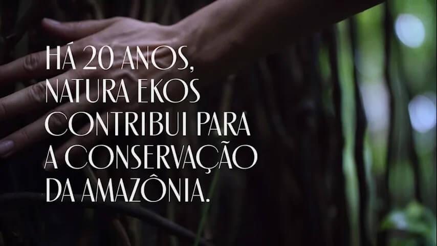 Imagem com a frase: Há 20 anos, Natura Ekos contribuiu para a conservação da Amazónia